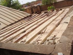 Le toit vu de l'extérieur avant la réhabilitation